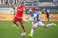 Aziz Bouhaddouz (SVS) gegen Michael Stegmayer (SV 98) - SV Darmstadt 98 vs. SV Sandhausen, Stadion am Boellenfalltor