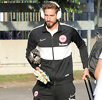 Torwart Kevin Trapp (Eintracht Frankfurt) kommt an - 22.08.2019: Racing Straßburg vs. Eintracht Frankfurt, UEFA Europa League, Qualifikation, Commerzbank Arena<br /> DISCLAIMER: DFL regulations prohibit any use of photographs as image sequences and/or quasi-video.