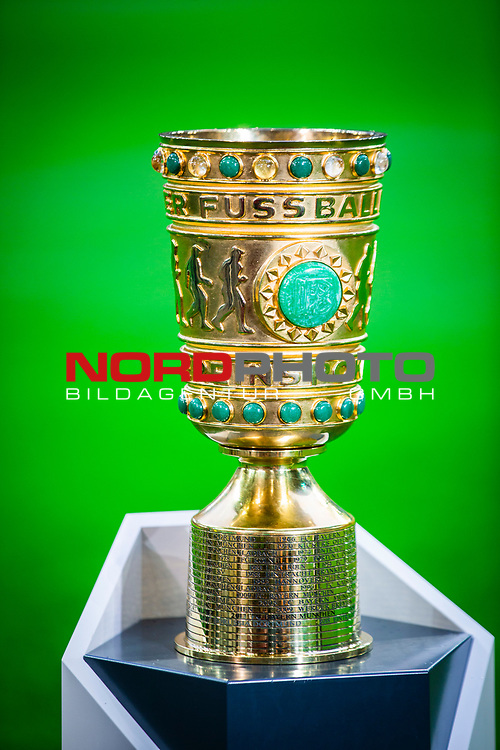 09.08.2019, Merkur Spiel-Arena, Düsseldorf, GER, DFB Pokal, 1. Hauptrunde, KFC Uerdingen vs Borussia Dortmund , DFB REGULATIONS PROHIBIT ANY USE OF PHOTOGRAPHS AS IMAGE SEQUENCES AND/OR QUASI-VIDEO<br /> <br /> im Bild | picture shows:<br /> der DFB Pokal, <br /> <br /> Foto © nordphoto / Rauch