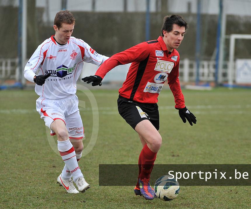 FC Izegem - Hoogstraten VV : Dieter Wittesaele aan de bal voor Glenn Van Der Linden (links).foto VDB / BART VANDENBROUCKE