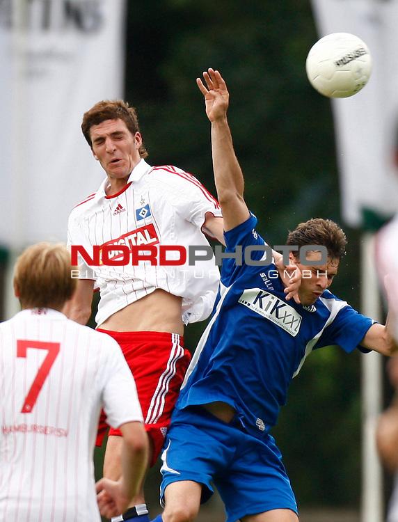 Testspiel Saison 08/09<br /> HSV II - SV Meppen <br /> HSV II (Benjamin Gorka  #5) - Diego Bortolozzo (SV Meppen #6), vorne links: Hanno Behrens ( HSV  II #7)<br /> Foto &copy; nph (  nordphoto  )<br /> <br /> <br /> <br />  *** Local Caption ***