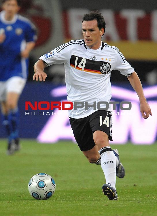 Fussball, L&auml;nderspiel, WM 2010 Qualifikation Gruppe 4  14. Spieltag<br />  Deutschland (GER) vs. Finnland ( FIN ) 1:1 ( 0:1 )<br /> <br /> Piotr Trochowski ( Ger / Hamburger SV #14 <br /> <br /> Foto &copy; nph (  nordphoto  )<br />  *** Local Caption *** <br /> <br /> Fotos sind ohne vorherigen schriftliche Zustimmung ausschliesslich f&uuml;r redaktionelle Publikationszwecke zu verwenden.<br /> Auf Anfrage in hoeherer Qualitaet/Aufloesung