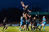 Nick Isiekwe of Saracens competes with GJ van Velze of Worcester Warriors for the ball at a lineout. Gallagher Premiership match, between Saracens and Worcester Warriors on December 29, 2018 at Allianz Park in London, England. Photo by: Patrick Khachfe / JMP