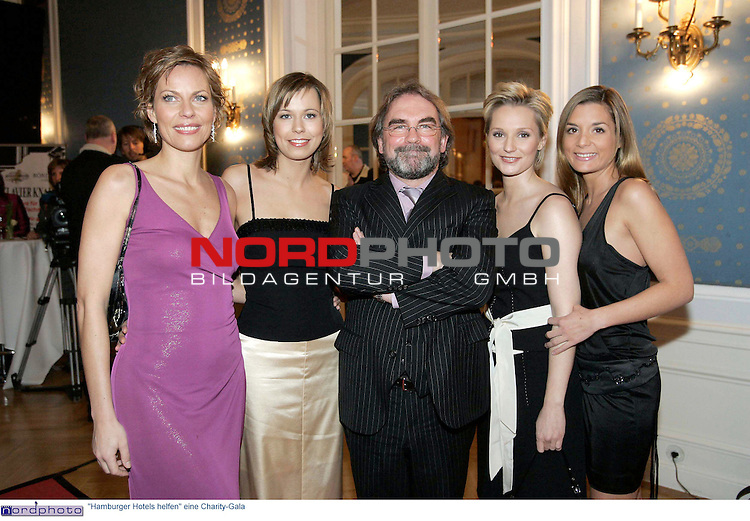 &quot;Hamburger Hotels helfen&quot; eine Charity-Gala im Kempinski Hotel Atlantic Hamburg<br /> <br /> Kristina Luedke (LŁdke), Julia Klein Klaus Ebert, Janine Steeger und Kim Hoehne (HŲhne) auf dem roten Teppich<br /> <br /> Foto &copy; nordphoto / Anja Heinemann<br /> <br />  *** Local Caption *** Foto ist honorarpflichtig! zzgl. gesetzl. MwSt.<br />  Belegexemplar erforderlich<br /> Adresse: nordphoto<br /> Georg-Reinke-Strasse 1<br /> 49377 Vechta
