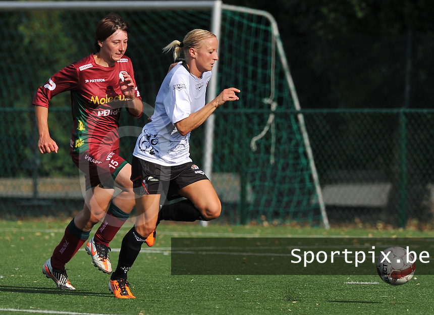 SV Zulte Waregem Dames : Nelly Guilbert van Juvisy vlugger aan de bal dan Sarina Heirbaut.foto DAVID CATRY / Vrouwenteam.be