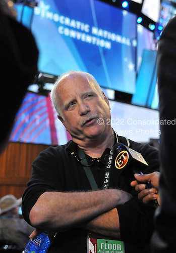 Denver, CO - August 27, 2008 -- Actor Richard Dreyfuss is interviewed as he visits the floor prior to the day 3 activities of the 2008 Democratic National Convention at the Pepsi Center in Denver, Colorado on Wednesday, August 27, 2008..Credit: Ron Sachs - CNP.(RESTRICTION: NO New York or New Jersey Newspapers or newspapers within a 75 mile radius of New York City)