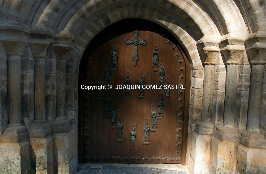 SANTO TORIBIO DE LIEBANA-POTES.La puerta del perdon que esta en el Monasterio de Santo Toribio de Liebana,muy cerca de Potes,lugar donde se encuentra el LIGNUM CRUCIS,y donde finaliza la perigranacion en el año Jubilar,que es cada 4 años y abrira esta famosa puerta  el 23 de Abril de este año..foto JOAQUIN GOMEZ SASTRE