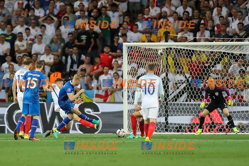 Kolbeinn Sigthorsson of Iceland scores his side&rsquo;s second goal to make the score 2-1 Gol <br /> Nice 27-06-2016 Stade de Nice <br /> Football Euro2016 England - Iceland / Inghilterra - Islanda Round of 16 / Ottavi di finale Foto Daniel Chesterton / Phc / Insidefoto