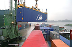 lossen, laden containers in Rotterdamse haven
