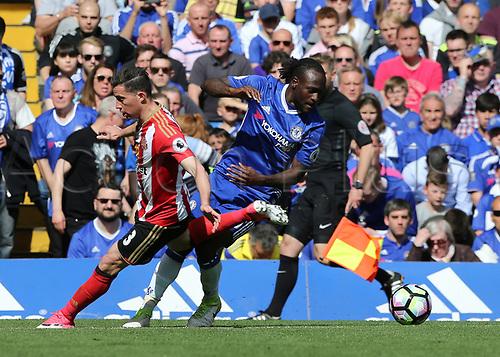May 21st 2017, Stamford Bridge, Chelsea, London,  England;  EPL Premier league football, Chelsea FC versus Sunderland; Victor Moses of Chelsea turns passed Bryan Oviedo of Sunderland