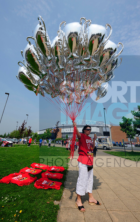 Premier League balloons on sale outside the ground during the Premier League match at The JJB Stadium, Wigan. Picture date 11th May 2008. Picture credit should read: Simon Bellis/Sportimage