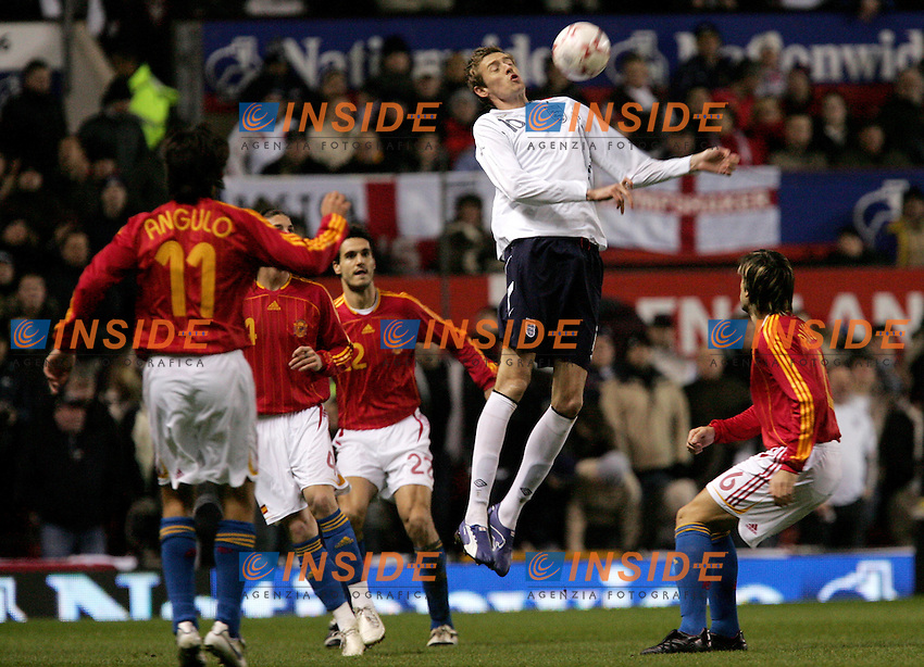 England's Peter Crouch against Spain's David Albelda during a friendly match at Old Trafford in Manchester, Wednesday February 07, 2007. (INSIDE/ALTERPHOTOS/Alvaro Hernandez).