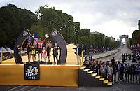 André Greipel (DEU/Lotto-Soudal) is King of the sprinters and the Champs Elysées<br /> <br /> stage 21: Sèvres - Champs Elysées (109km)<br /> 2015 Tour de France