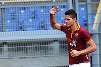 "Calcio: allenamento a porte aperte ""Open Day"" per la presentazione della Roma, a Roma, stadio Olimpico, 21 agosto 2013.<br /> AS Roma forward Erik Lamela, of Argentina, waves to fans as he enters the pitch for the club's Open Day training session at Rome's Olympic stadium, 21 August 2013.<br /> UPDATE IMAGES PRESS/Isabella Bonotto"