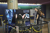 SAO PAULO, 14 DE MARCO DE 2013 - ALIEN METRO TRIANON - Replica do mostro do filme Alien exposta na saída do metro Trianon, região central da capital, na tarde desta quinta feira, 14. A replica é uma ação promocional do game Alien. (FOTO: ALEXANDRE MOREIRA / BRAZIL PHOTO PRESS)
