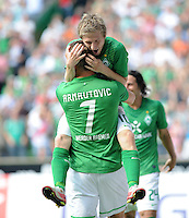 FUSSBALL   1. BUNDESLIGA   SAISON 2011/2012    3. SPIELTAG SV Werder Bremen - SC Freiburg                             20.08.2011 Marko ARNAUTOVIC (vorn) und Marko MARIN (hinten, beide Bremen) jubeln nach dem 3:2