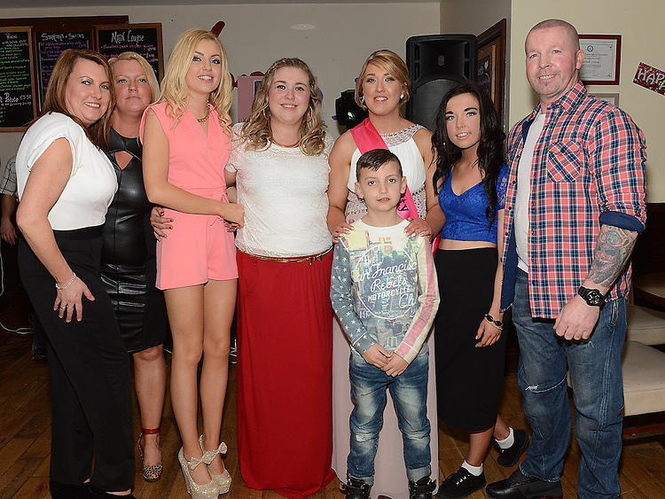 Lynn O'Halloran celebrating her 21st birthday in Nano Reids with her family. Photo:Colin Bell/pressphotos.ie