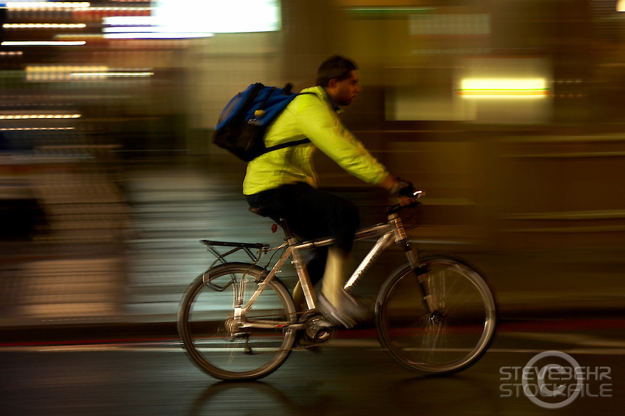 Commuting Cyclists..Earls Court , London , October 2009..pic copyright Steve Behr / Stockfile