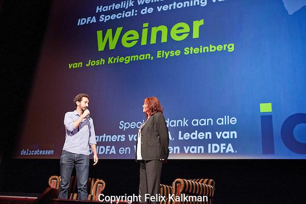 Amsterdam, 7 juni 2016<br /> IDFA Special<br /> Vertoning Weiner<br /> IDFA director Aly Derks introduceert regisseur Josh Kriegman (links).<br /> Foto Felix Kalkman