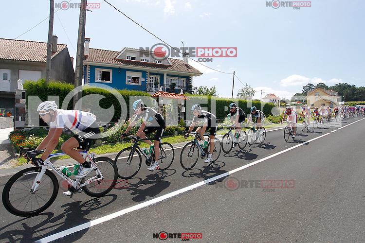 Ian Stannard (l) and Christopher Froome leading the peloton during the stage of La Vuelta 2012 between Vilagarcia de Arousa and Mirador de Erazo (Dumbria).August 30,2012. (ALTERPHOTOS/Paola Otero) /NortePhoto.com<br /> <br /> **CREDITO*OBLIGATORIO** <br /> *No*Venta*A*Terceros*<br /> *No*Sale*So*third*<br /> *** No*Se*Permite*Hacer*Archivo**<br /> *No*Sale*So*third*