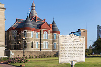 A historical marker summarizes the history of the Pulaski County Courthouse in Little Rock, Arkansas.