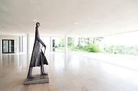 France, Haute-Marne (52), Colombey-les-Deux-Églises, Mémorial Charles de Gaulle, sculpture du Général par Michel Boussard