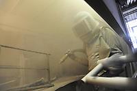 - Milano, gli artigiani del quartiere Ticinese Barona; Francesco Silvestro, sabbiatore di metalli<br /> <br /> - Milan, the artisans of Ticinese Barona district; Francesco Silvestro, sandblasting of metals