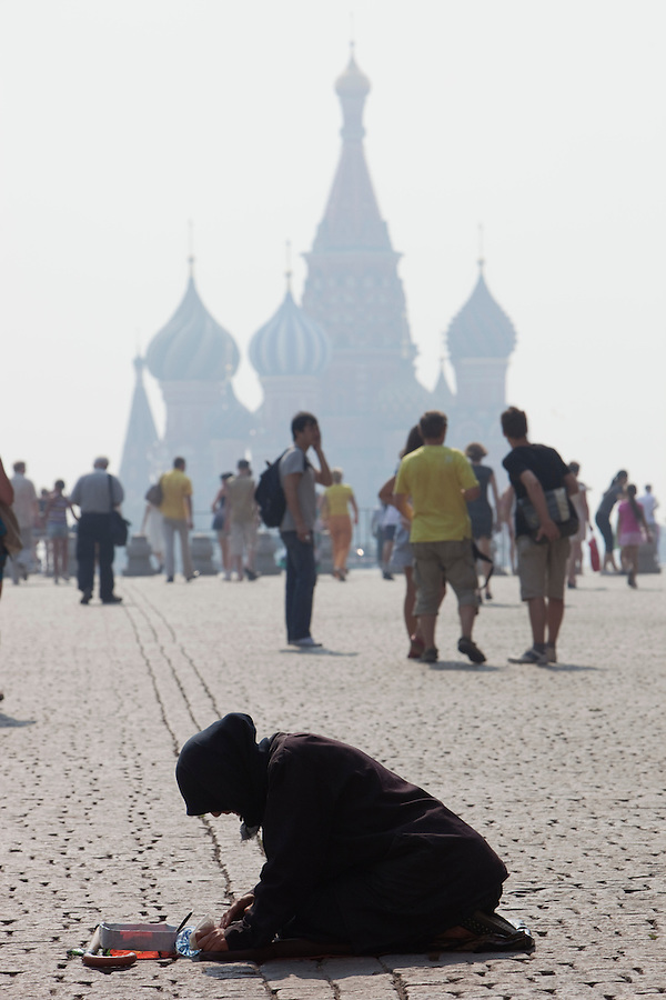 Moscow, Russia, 27/07/2010. .An old woman begging as smog covers Red Square in the record high temperatures of the continuing heatwave. Peat and forest fires in the countryside surrounding Moscow have resulted in the Russian capital being blanketed in heavy smog.