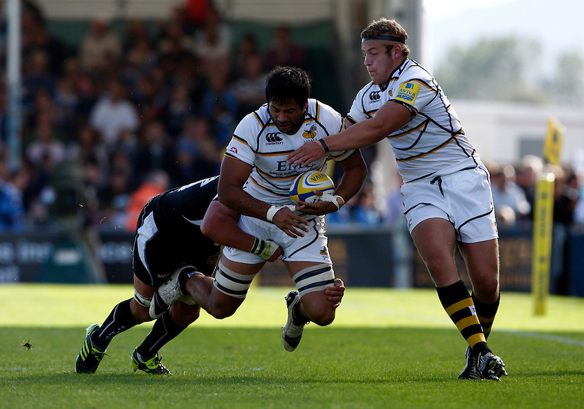 Photo: Richard Lane/Richard Lane Photography. Exeter Chiefs v London Wasps. Aviva Premiership. 25/09/2011. Wasps' Ross Filipo attacks with Bob Baker in support.