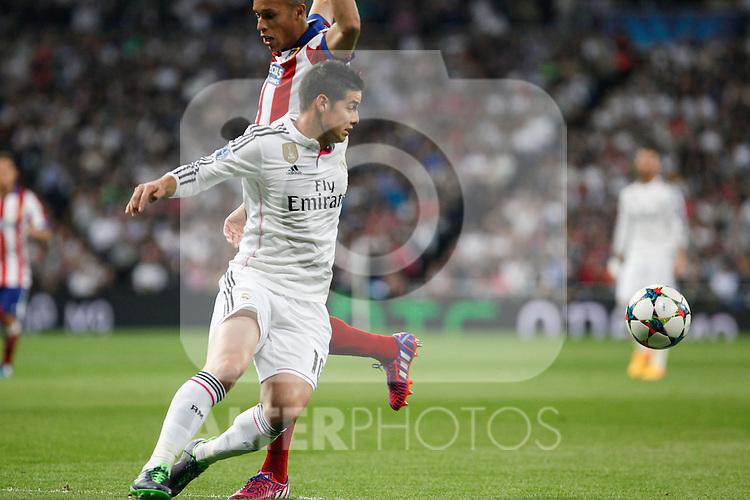 Real Madrid's James Rodriguez (L) and Atletico del Madrid´s Joao Miranda during quarterfinal second leg Champions League soccer match at Santiago Bernabeu stadium in Madrid, Spain. April 22, 2015. (ALTERPHOTOS/Victor Blanco)