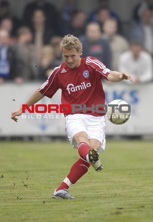 RLN 2006/2007 - 11.Spieltag Hinrunde Kickers Emden - Holstein Kiel 0:0<br /> <br />  Henning Grieneisen<br /> <br /> Foto &copy; nordphoto *** Local Caption *** Foto ist honorarpflichtig! zzgl. gesetzl. MwSt.<br /> <br /> Belegexemplar erforderlich