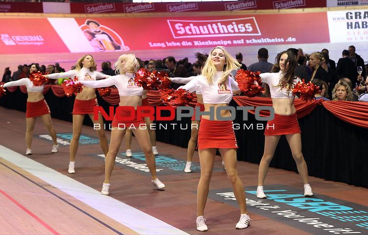 23.01.2014, Velodrom, Berlin, GER, Berliner 6-Tagerennen, , im Bild Schultheiss-Cheerleader<br /> <br />               <br /> Foto &copy; nordphoto /  Schulz
