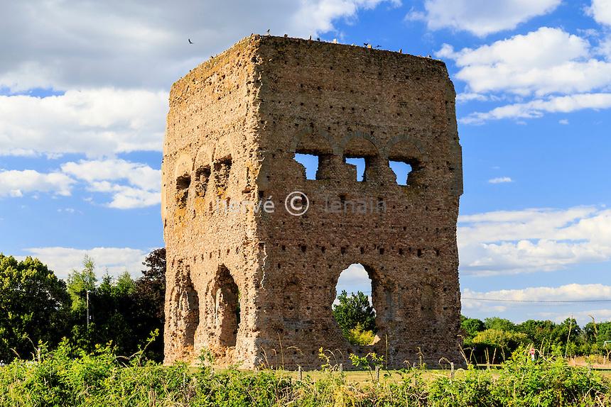 France, Saône-et-Loire (71), Autun, le temple de Janus // France, Saone et Loire, Autun, Janus temple