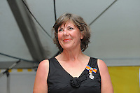 SKUTSJESILEN: LEMMER: feesttent, 18-08-2012, IFKS skûtsjesilen, Sippy Tigchelaar met haar Koninklijke onderscheiding, ©foto Martin de Jong