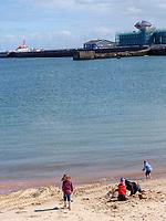 Südstrand mit Blick auf Südhafen, Unterland, Insel Helgoland, Schleswig-Holstein, Deutschland, Europa<br /> South Port seen from southern beach, Unterland, Helgoland island, district Pinneberg, Schleswig-Holstein, Germany, Europe