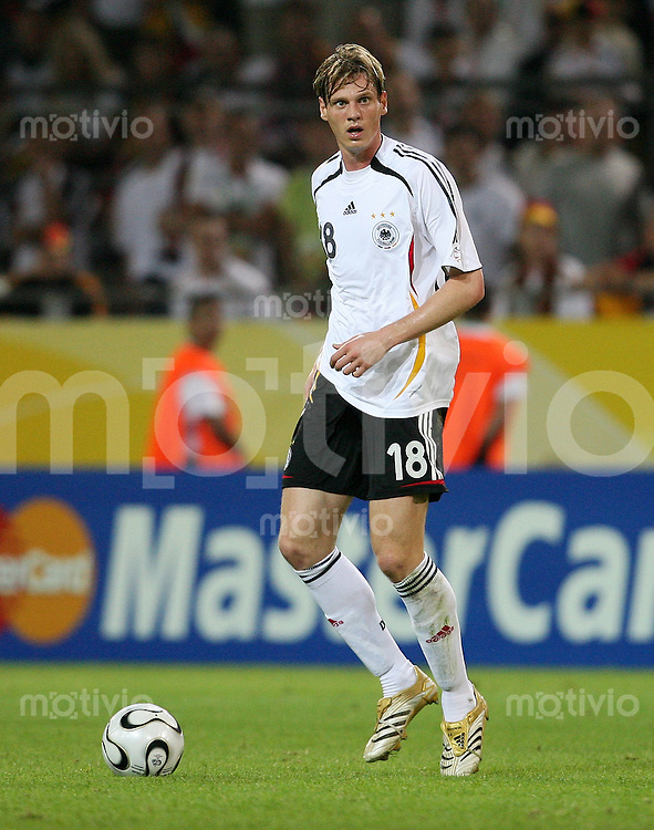 Fussball   WM 2006   Nationalmannschaft Deutschland Tim BOROWSKI (Deutschland), Einzelaktion am Ball