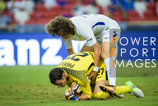 Chelsea Defender David Luiz (TOP) fights for the ball with FC Internazionale Goalkeeper Daniele Padelli during the International Champions Cup 2017 match between FC Internazionale and Chelsea FC on July 29, 2017 in Singapore. Photo by Weixiang Lim / Power Sport Images