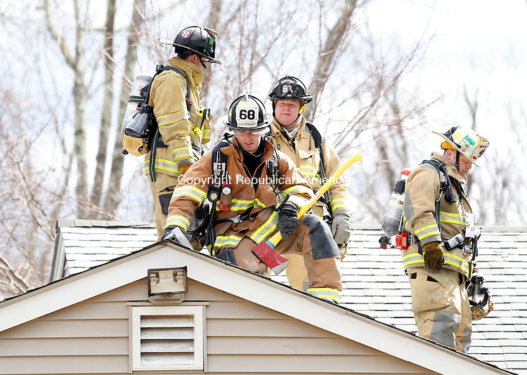 Middlebury, CT- 11 April 2015-041115CM04- Firefighters take part in a training exercise at 110 Narcissus Road in Middlebury on Saturday.  The Middlebury Volunteer Fire Department held a live burn exercise which included departments from Southbury, Woodbury and Oxford.   Christopher Massa Republican-American
