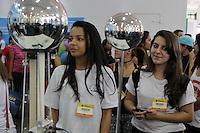 SÃO PAULO, SP, 29.05.2015 - FEIRA-EDUCAÇÃO - Movimentação na Feira do estudante e Expo CIEE 2015 na tarde desta sexta-feira, 29. A 18 Feira do estudante que está sendo realizada na Bienal do Parque do Ibirapuera até domingo, 31, coloca estudantes do ensino médio, técnico e superior em contato com especialistas em carreiras e empresas que oferecem programas de estágio. (Foto: Renato Mendes/Brazil Photo Press)