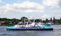 Nederland - Amsterdam - 2019.  Schippers gevraagd om de pont te besturen. Foto Berlinda van Dam / Hollandse Hoogte