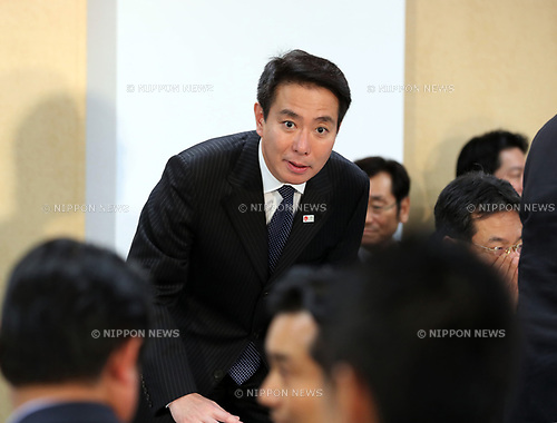 "September 28, 2017, Tokyo, Japan - Japan's main opposition Democratic Party leader Seiji Maehara arrives at the party's lawmakers meeting at the party headquarters in Tokyo on Thursday, September 28, 2017. Democratic Party decided to join the newly founded party ""Kibou no Tou"" led by Tokyo Governor Yuriko Koike.   (Photo by Yoshio Tsunoda/AFLO) LWX -ytd-"
