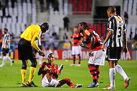 ATENCAO EDITOR: FOTO EMBARGADA PARA VEÍCULOS INTERNACIONAIS. - RIO DE JANEIRO, RJ, 26 DE SETEMBRO DE 2012 - CAMPEONATO BRASILEIRO - FLAMENGO X ATLETICO MG - Liedson, jogador do Flamengo, reclama de uma falta, durante partida contra o Atletico MG, pela 14a rodada do Campeonato Brasileiro, no Stadium Rio (Engenhao), na cidade do Rio de Janeiro, nesta quarta, 26. FOTO BRUNO TURANO BRAZIL PHOTO PRESS