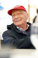 MELBOURNE, AUSTRALIA, 16 MARÇO 2013 - F1 - TREINO CLASSIFICATORIO GP AUSTRALIA -  O ex piloto Nike Lauda é visto durante os treinos classificatórios para o Grande Prêmio da Austrália de Fórmula 1, realizado em Albert Park, na cidade de Melbourne, neste sábado (16). (FOTO: PIXATHLON / BRAZIL PHOTO PRESS).