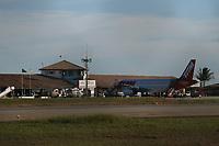 PORTO SEGURO, BA, 09.04.2008 - TAM - imagem de arquivo de Air Bus modelo A-320 da companhia aérea Tam Linhas Aéreas, visto no aeroporto de Porto Seguro (BA). (Foto: Joá Souza / Brazil Photo Press)