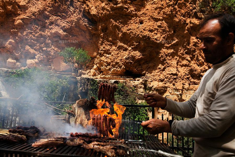 Algerie. Tlemcen.12 Avril 2011 .Barbecue depuis un restaurant au piemont de la ville de Tlemcen.<br /> <br /> <br /> Tlemcen, Algeria. April 12th 2011<br /> Barbeque at a restaurant in the foothills of the city of Tlemcen.