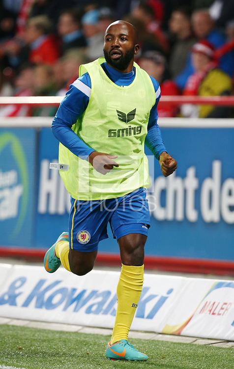 Domi Kumbela warm up Shirt Einwechselspieler   <br /> / Sport / Football Football / zweite 2.Bundesliga  DFL /  2017/2018 / 15.09.2017 / 1.FC Union Berlin FCU vs. BTSV Eintracht Braunschweig 170915045 /      <br />     *** Local Caption *** &copy; pixathlon<br /> Contact: +49-40-22 63 02 60 , info@pixathlon.de