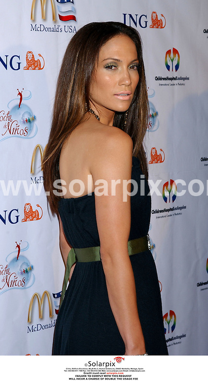 ALL-ROUND PICTURES BY SOLARPIX.COM. .MUST CREDIT SOLARPIX.COM OR DOUBLE FEE WILL BE CHARGED..Jennifer Lopez arrives at the Noche De Ninos Children's Hospital Benefit at the Beverly Hilton Hotel in Beverly Hills, Ca. on Oct. 7, 2006.  .REF: 2886 GLS