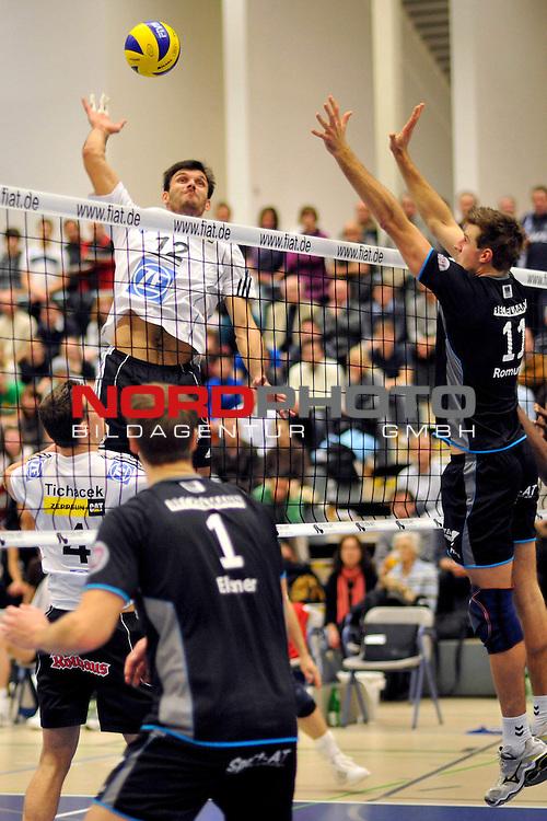 Volleyball-Bundesliga 2009/2010  8. Spieltag Hinrunde / Dieter-Renz-Halle Bottrop<br /> RWE Volleys Bottrop vs. VfB Friedrichshafen 0 - 3<br /> <br /> Lukas Tichacek (#4 VfB Friedrichshafen), Joao Jose (#12 VfB Friedrichshafen) -Tim Elsner (#1 RWE Volleys Bottrop),  Jan Romund (#11 RWE Volleys Bottrop)<br /> <br /> Foto &not;&copy; nph ( nordphoto ) *** Local Caption *** *** Local Caption *** <br /> Fotos sind ohne vorherigen schriftliche Zustimmung ausschliesslich f&radic;ľr redaktionelle Publikationszwecke zu verwenden.<br /> <br /> Auf Anfrage in hoeherer Qualitaet/Aufloesung