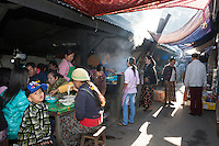 Myanmar, (Burma), Shan State, Kengtung: Noodle stall at the Central Market | Myanmar (Birma), Shan Staat, Kengtung: Garkuechen, Nudel-Shop, auf dem Zentralmarkt