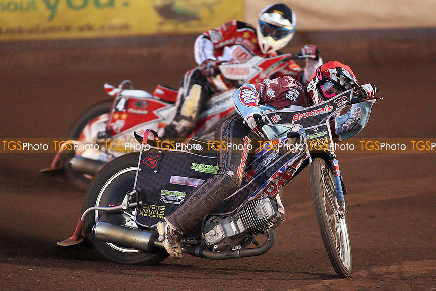 Heat 5: Rob Mear (red) ahead of Linus Sundstrom (tactical) - Lakeside Hammers vs Peterborough Panthers - Elite League Speedway at Arena Essex Raceway - 19/08/11 - MANDATORY CREDIT: Gavin Ellis/TGSPHOTO - Self billing applies where appropriate - 0845 094 6026 - contact@tgsphoto.co.uk - NO UNPAID USE.